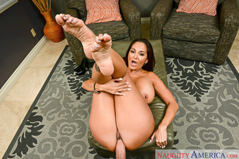Ava Addams in Gettin' Trim from My Friend's Busty Mom VR Porn