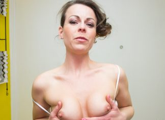 Czech VR Fetish 071 - Sexy MILF Sitting on Your Face